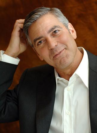George Clooney leiloa carro por boa causa